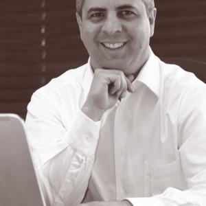 Adriano Gomes